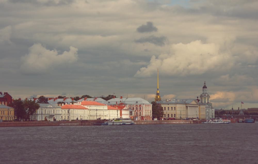Университетская набережная в Санкт-Петербурге
