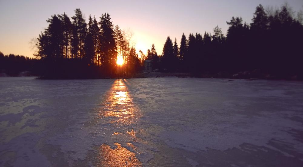 Восход солнца на озере